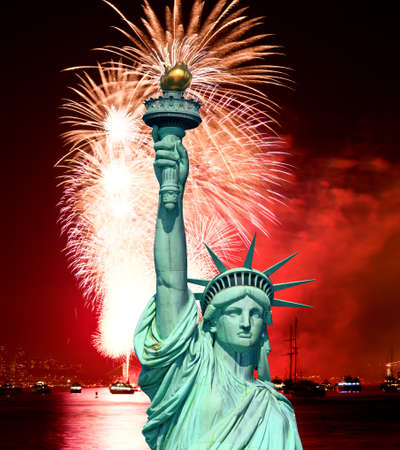 The Statue of Liberty and July 4th fireworks over Hudson River Stock Photo - 7537393