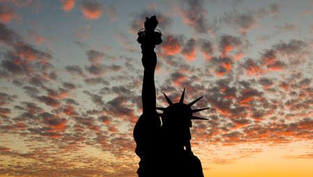 estatua de la justicia: La silueta de la estatua de la libertad en virtud de los antecedentes de la salida del sol