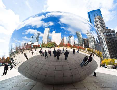 CHICAGO, Verenigde Staten - 14 NOVEMBER: Het Millenniumpark in het centrum van Chicago op 14 november 2010, dat $ 475 miljoen kost en is voltooid in 2004, een belangrijke constructie sinds de Wereldtentoonstelling van 1893.
