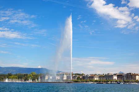 Genève een waterstraal op het meer van Genève