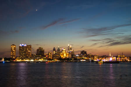 The downtown Philadelphia skylines at sun set 스톡 콘텐츠