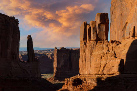 Travel and Tourism scenes from the Western United States. Red Rock Formations And Dramatic Landscapes Arches National Park Utah Stok Fotoğraf