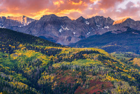 Colorado Rocky Mountains Scenic Beauty. Autumn Sunrise in the San Juan Mountain Range. Stok Fotoğraf
