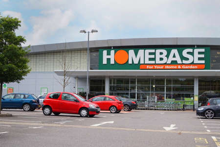BASINGSTOKE, UK - JULY 20, 2016: Entrance and car park of the HomeBase DIY home improvement store 報道画像