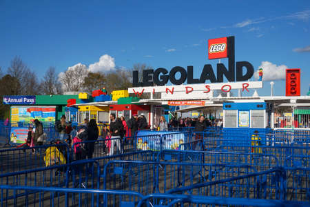 yellow lego block: LEGOLAND, WINDSOR, UK - APRIL 30, 2016: Guests leaving Legoland after an exciting fun day out Editorial