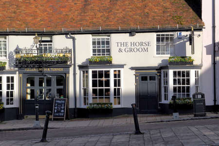 caballo bebe: New Alresford, UK - Jan 28 2017: The Horse & Groom public house, or pub, a Georgian building in Broad Street, New Alresford in Hampshire UK.