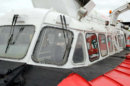 aéroglisseur: Lee-on-the-Solent, Hampshire, UK - June 10 2017: Windscreen and windows of an SR.N6 hovercraft
