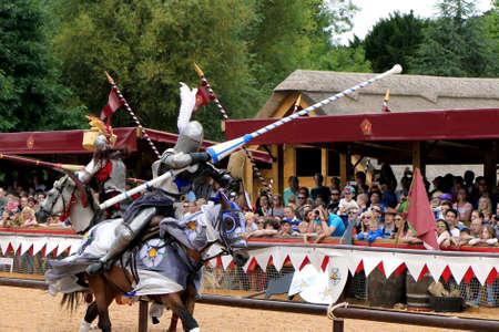 Warwick, VK - 22 juli 2017: steekspel en middeleeuws re-enactment van de Wars of the Roses in Warwick Castle