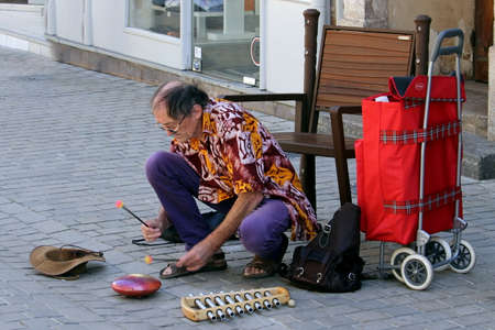 Sete, Herault, France  - Aug 21 2017: Street musician or busker playing a tongue drum or hank drum 報道画像