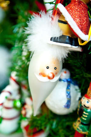 A Santa Clause ornament on a Christmas Tree Zdjęcie Seryjne