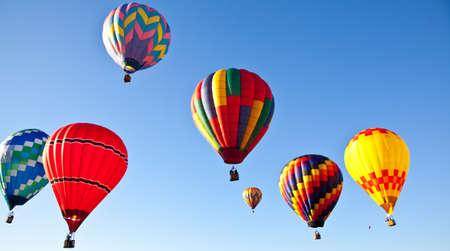 Hete lucht ballonnen vullen de lucht tijdens de Carolina Balloon Festival, Statesville, North Carolina.