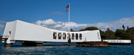 The USS Arizona Memorial at Pearl Harbor, Hawaii 新聞圖片
