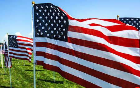 American Flags Welle im Wind auf einer Gedenkveranstaltung in Utah Fourth of July, Memorial Day, September 11th, Veteran