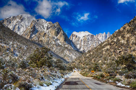sierra nevada mountain range: Spring snow in the Eastern Sierra Nevada Mountain Range. California, USA