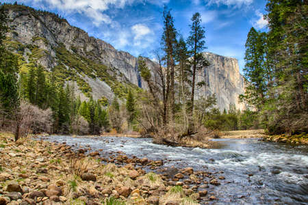 el capitan: El Capitan towers above the valley floor. View from the Merced River, Yosemite National Park, California. USA