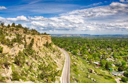 ジマーマンのトレイルは、ビリングスの西の端にあるリムの岩を巻きます, モンタナ. 写真素材 - 85493050