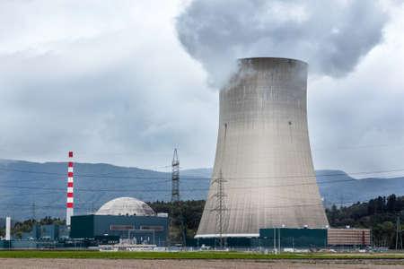 원자력 발전소의 냉각 타워.