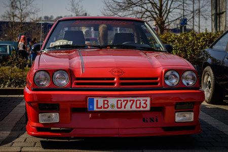 Ludwigsburg, Deutschland - 8. April 2018: Opel Manta GSi Oldtimer-Auto beim 2018 Retro Season Opener-Treffen und bei der Show.