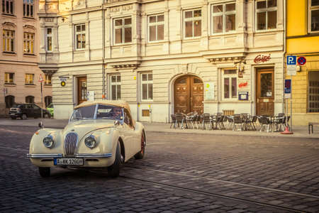 Augsburg, Deutschland - 30. September 2018: 1948 Jaguar XK120 Oldtimer Auto bei der Fuggerstadt Classic Oldtimer Rallye 2018.