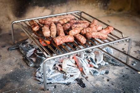 uomo rosso: Grilling Meat on barbecue grill with coal.