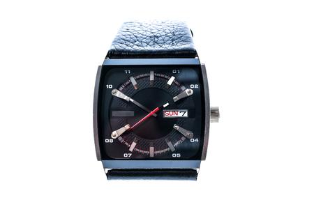 cronógrafo: reloj para hombre de lujo cuadrada suizo mecánico de pulsera con correa de pulsera de cuero. Cronógrafo o un tacómetro aislados en blanco. Foto de alta resolución.