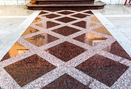 Marmer of graniet vloerplaten voor buiten bestrating vloeren. Natuurlijke grijze bestrating steen textuur voor vloer-, wand- of pad. Traditionele hek, hof, achtertuin of wegdek. Stockfoto