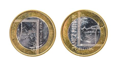 Gebruikte herdenkingsjubileum bimetaal 3 euro â,¬ Slovenië munt 2014. Versleten speciale drie euromunt uit Slovenië. Stockfoto - 76985708