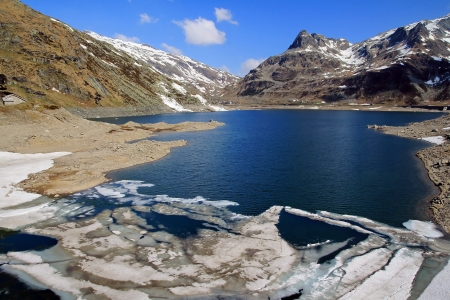 ice dam: When the ice melts - The dam at Spl�gen in spring