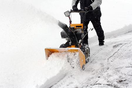 sneeuwruimen in de winter Stockfoto