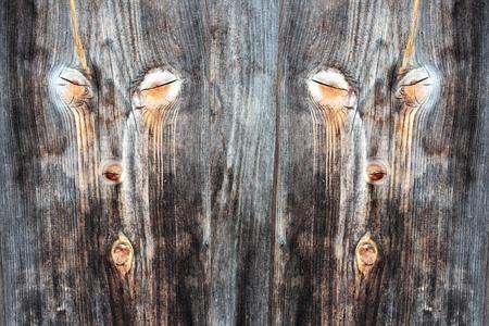 pared madera: Digiart - Una cara doble en la pared de madera. Nudos dan una cara en una pared de madera