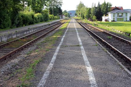 deserted: A deserted platform at a train station