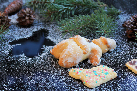 yule tide: Baked Santa Claus and biscuit. Christmas decoration on black glass