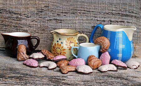 Gingerbread and coffee pots for the Advent and Christmas season Фото со стока - 134269849