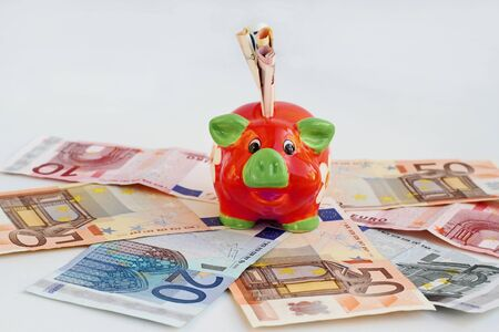 Is the piggy bank a safe investment with minus interest on the bank? Фото со стока - 134270599
