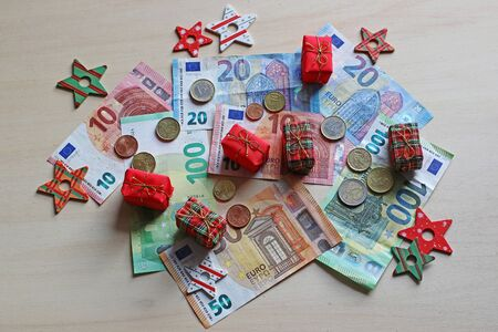 Christmas presents cost a lot of money. How much Euro is spent on Christmas gifts?