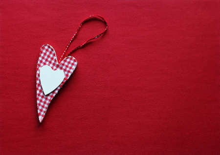 A red and white checkered heart on a red background Standard-Bild