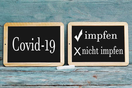 Two boards with the inscription vaccinate or not vaccinate