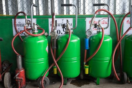 cilindro de gas: cilindro de gas en el garaje