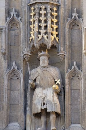 sceptre: Statue of King Henry VIII above Great Gates of Trinity College