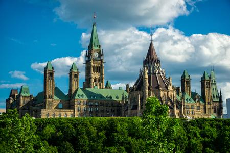 カナダのパーラメント ハウスと国会議事堂の建物の後ろ側から撮影、カナダの連邦政府の座席のイメージ 写真素材