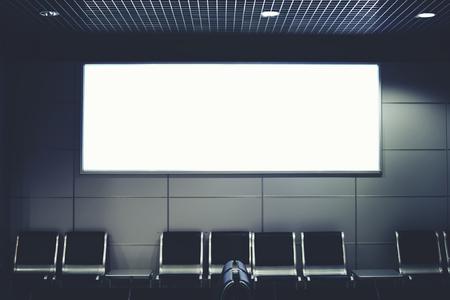 模擬を空港のホール、空の椅子とテンプレート バナー屋内での待機でインテリア、公共商業掲示板に広告宣伝コンテンツまたはテキスト ・ メッセ