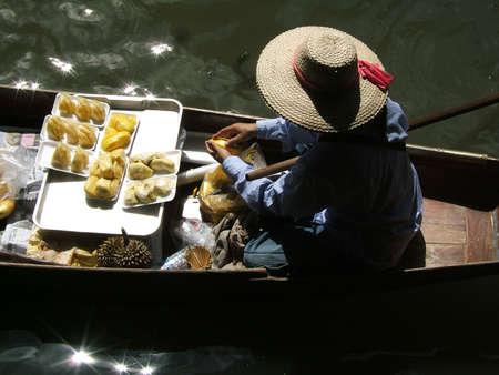 Thai woman working in floating market - Thailand - Damnoen Saduak Floating Market, neer bangkok Stock Photo