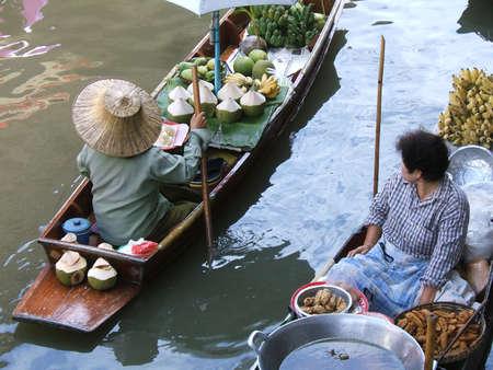 Thai women working in floating market - Thailand - Damnoen Saduak Floating Market, neer bangkok Stock Photo