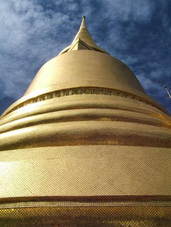 dom: D�tail d'un dom dor� du Palais Royal de Bangkok (Tha�lande)