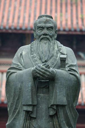 altruismo: Estatua de Confucio  Foto de archivo