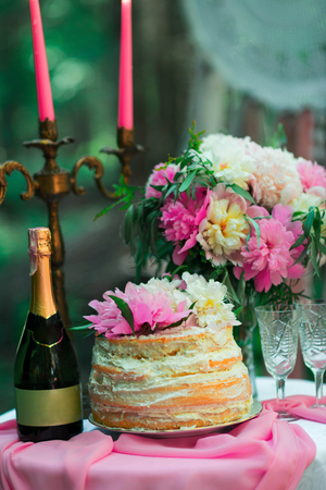 beautiful wedding decorations champagne flowers and cake Stock Photo