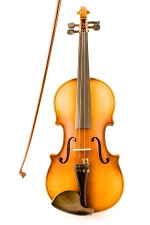 Ancien violon avec Bow isolé sur fond blanc