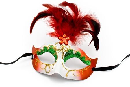 antifaz carnaval: M�scara de carnaval con plumas y diamantes aislados en blanco Foto de archivo
