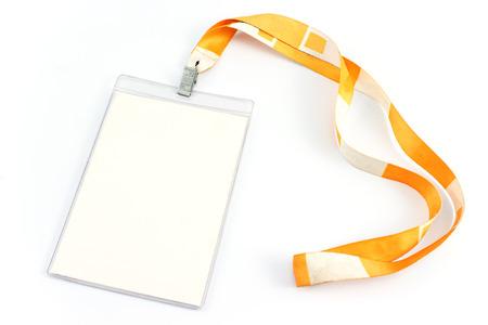白で隔離される空白の ID カードのタグ