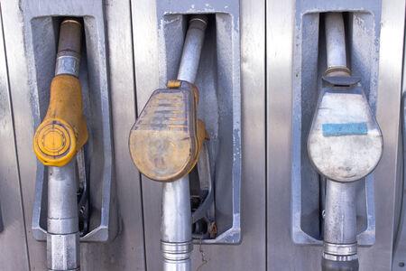 old service station: Old gas pompa ugelli utilizzati in stazione di servizio Archivio Fotografico
